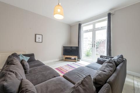 8 bedroom end of terrace house to rent - Edenhall Avenue  M19