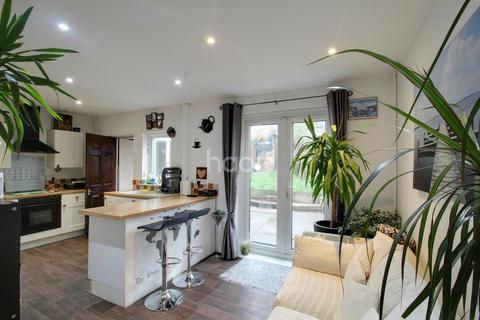 3 bedroom semi-detached house for sale - Aylestone Drive, Aylestone