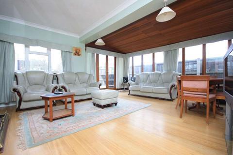 4 bedroom detached bungalow for sale - Billericay