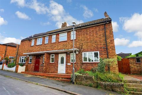 3 bedroom semi-detached house to rent - Candlemas Mead, Beaconsfield, Buckinghamshire