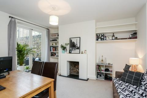 1 bedroom flat to rent - Vardens Road, Clapham