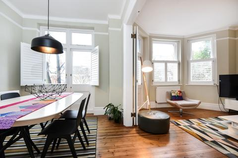 2 bedroom flat to rent - Cavendish Gardens Trouville Road SW4