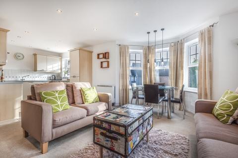 2 bedroom apartment to rent - Boddington Gardens London W3