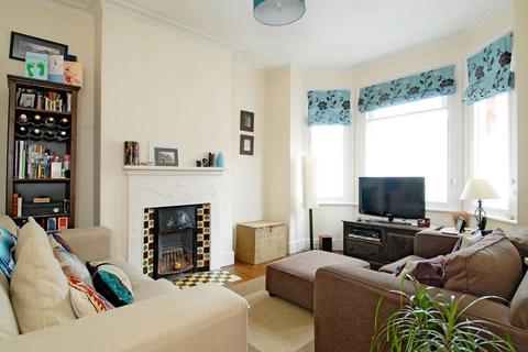 3 bedroom flat to rent - Valleta Road  London W3