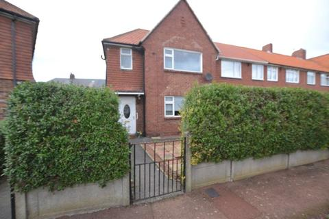 3 bedroom terraced house for sale - Holystone Crescent, Newcastle Upon Tyne