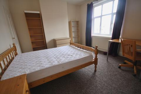 3 bedroom terraced house to rent - Howard Road, Clarendon Park, Leicester LE2