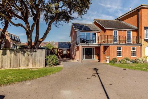 3 bedroom house for sale - Crinoline Gardens, Southsea