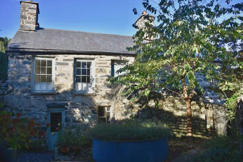 3 bedroom detached house for sale - Lion Cottage Lion Street LL40 1DG
