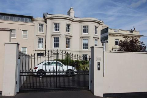 2 bedroom flat to rent - Park Terrace, The Park