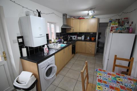 5 bedroom semi-detached bungalow to rent - **£100pppw** Middleton Boulevard, Nottingham, NG8 1AB