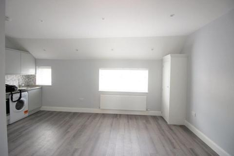 1 bedroom flat to rent - High Street, Camberley, GU15