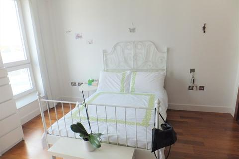Studio to rent - The Hayes, Cardiff CF10