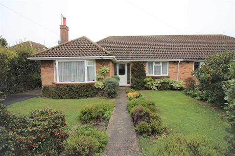 2 bedroom bungalow to rent - Orchard Close, Chelmsford