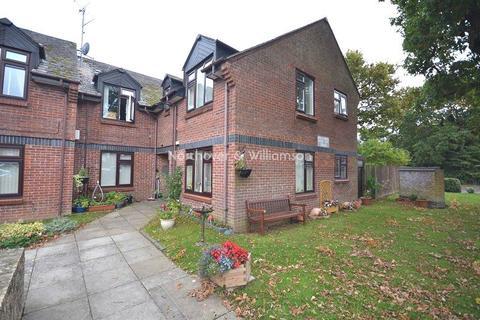 1 bedroom ground floor flat for sale - Oakmeadow Drive, St. Mellons, Cardiff. CF3