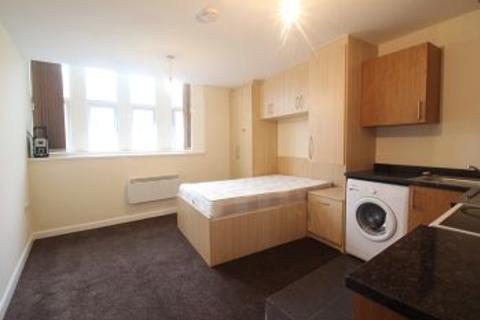 Studio to rent - High Street, Slough