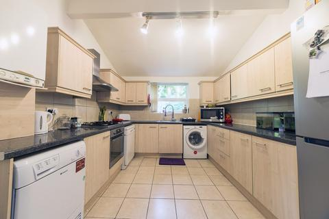 6 bedroom end of terrace house to rent - Albion Road  M14