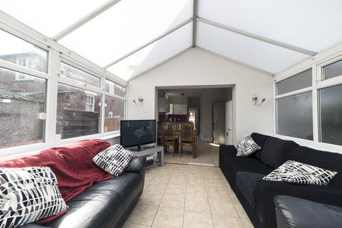 6 bedroom semi-detached house to rent - Wellington Road  M14