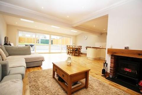 3 bedroom property to rent - Churchways, Whitfield