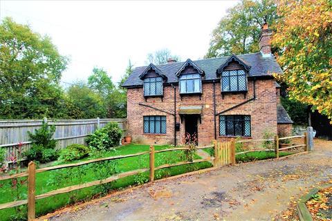 2 bedroom detached house for sale - Rusper Road, Ifield, Crawley, West Sussex. RH11 0LQ