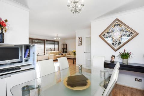 5 bedroom detached bungalow for sale - Curzon Place, Pinner