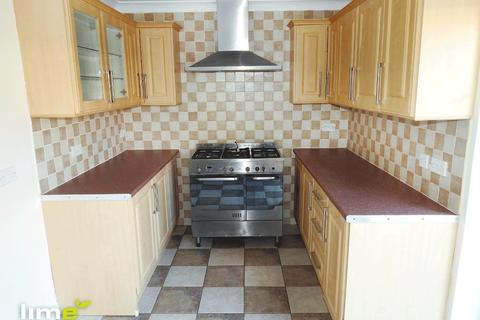 3 bedroom end of terrace house to rent - Chelmsford Close, Greatfield, Hull, HU9 5DR