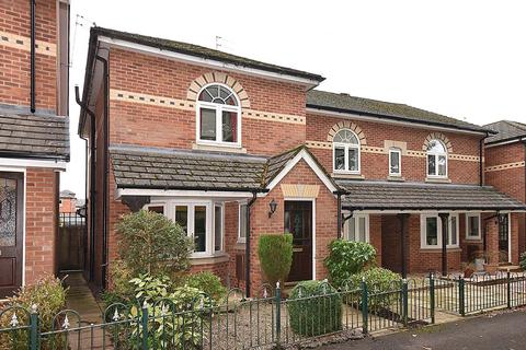 3 bedroom end of terrace house for sale - Hedingham Close, Macclesfield