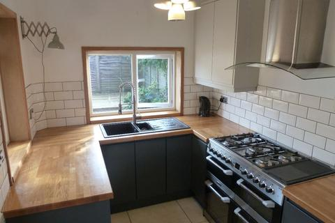 5 bedroom terraced house to rent - Murray Road