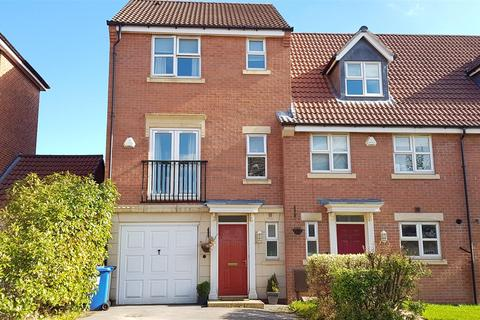 3 bedroom townhouse for sale - Crystal Close, Mickleover, Derby