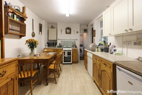 6 bedroom private hall to rent - Flora Street, Cathays