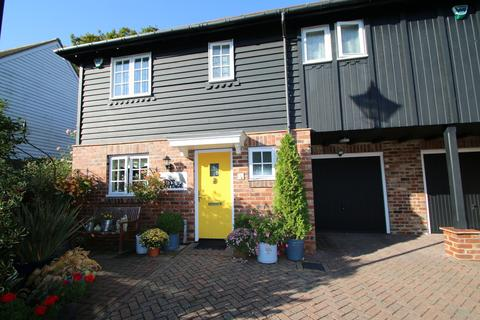 3 bedroom semi-detached house for sale - Woodgates Close, High Halden