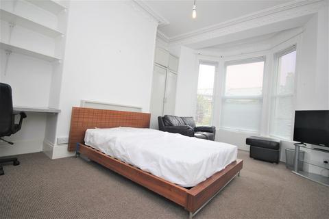 Studio to rent - Houndiscombe Road, Plymouth