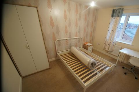 4 bedroom semi-detached house to rent - Sunbeam Way, Coventry, CV3 1PG