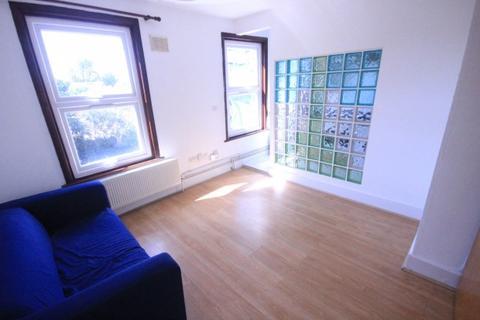 1 bedroom flat to rent - Chatsworth Road,  Homerton, E5