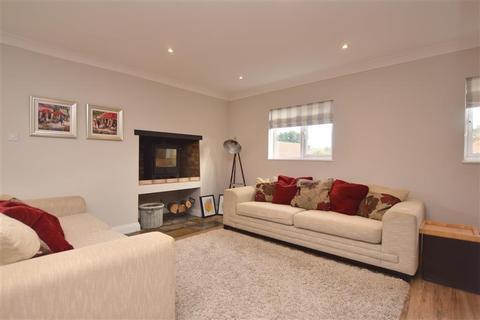4 bedroom semi-detached bungalow for sale - Green Lane, Eythorne, Dover, Kent