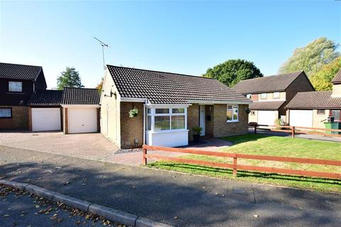 2 bedroom detached bungalow for sale - Millbrook Meadow, Ashford, Kent