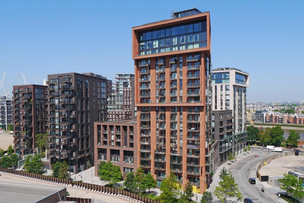 Legacy Building Embassy Gardens Nine Elms Sw11 2 Bed Apartment To