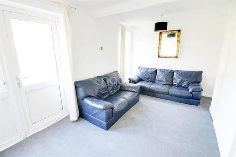 Studio to rent - Bentry Close, Dagenham