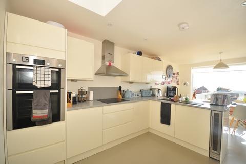 3 bedroom detached bungalow to rent - Downland Road Brighton BN2
