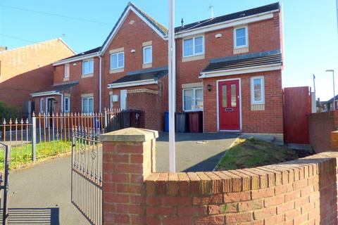 3 bedroom terraced house for sale - Arnhem Road, Huyton, Liverpool