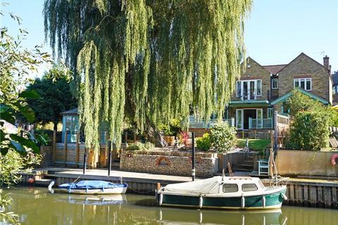 3 bedroom detached house for sale - Church Walk, Weybridge, Surrey, KT13