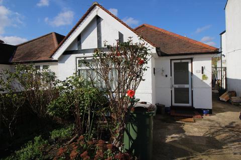 2 bedroom detached bungalow for sale - Washington Road, Worcester Park KT4
