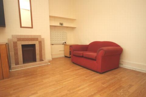 Studio to rent - High Road, Woodside Park, N20