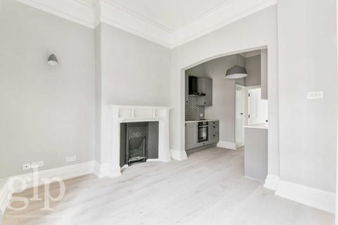 Studio to rent - St. Martins Lane, London, WC2N
