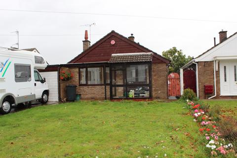 2 bedroom detached bungalow to rent - Kingstone Avenue, Hucclecote, Gloucester GL3