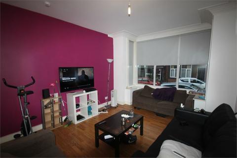 8 bedroom terraced house to rent - Winston Gardens, Hyde Park, Leeds