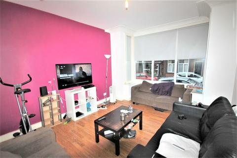 6 bedroom terraced house to rent - Winston Gardens, Hyde Park, Leeds