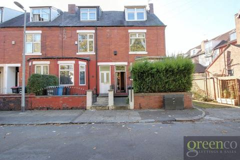 3 bedroom end of terrace house to rent - Oak Road, Salford