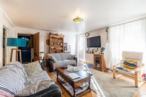 2 bedroom ground floor flat for sale - Asylum Road, Peckham, London, SE15 2LW