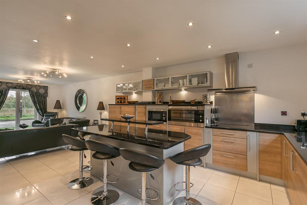 Open Plan Kitchen/Diner & Family Space