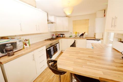 6 bedroom house to rent - Furness Road, Manchester